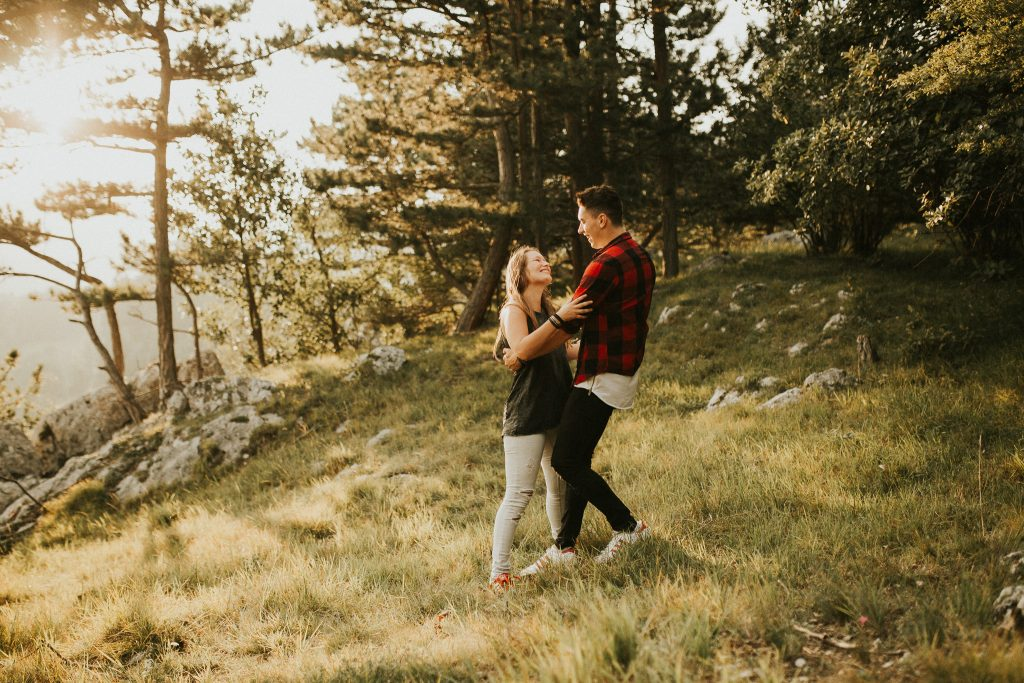 couples session in the forest Austria